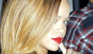 Mas fotos de Rihanna en la fiesta transparentosa