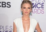 Así de hermosa (y escotada) se presentó Taylor Swift en los People´s Choice Awards