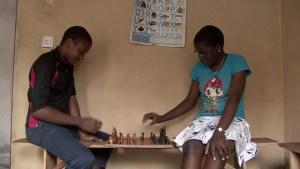 La niña ajedrecista de Uganda (Video)