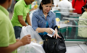 Así vivieron los venezolanos el primer día de la devaluación (Video)