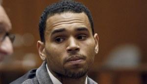 Chris Brown fue acusado de golpear a una mujer en California