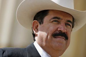 Zelaya, aliado de Maduro, fue retenido en aeropuerto de Honduras por portar 18 mil dólares en efectivo