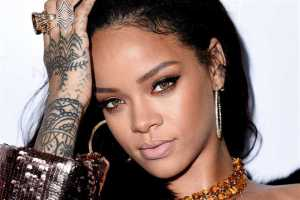Pero mira cómo posa: Rihanna, poderosa… con sus pantaletas rosa (DIOSSS)