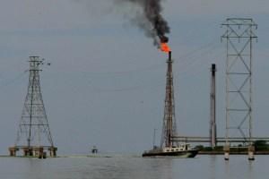 Empresas mexicanas toman petróleo de Venezuela a cambio de maíz y agua potable