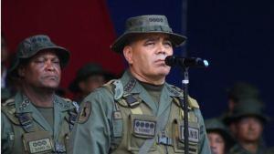 Más show: Padrino gastó un realero en fuegos artificiales mientras Venezuela sufre fallas eléctricas (Video)