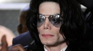 """Subastan los calcetines con los que Michael Jackson hizo su primera """"caminata lunar"""""""