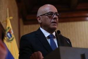"""¿Por qué allanaron las oficinas de Juan Guaidó? La nueva novela de """"Jorgito"""" Rodríguez"""