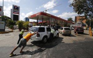 Protestan en Las Mercedes por escasez de gasolina (Foto) #9Abr