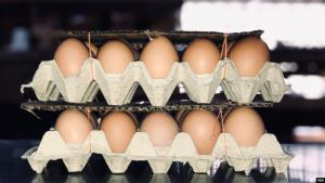 El cartón de huevos también pasó a ser vendido en dólares