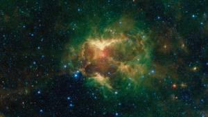 La Nasa encontró una nube de polvo espacial con forma de calabaza incandescente