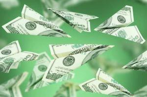 ALnavío: En Cuba entran tres veces más dólares por remesas que por inversión extranjera