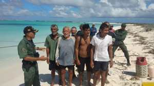 Rescataron a siete tripulantes de una lancha cerca de La Orchila (Fotos)