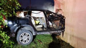 Auto chocó contra colegio en West Little River en Miami
