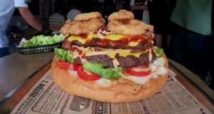 ¿Te la comerías? Así es la MEGA hamburguesa que ofrecen en Bangkok por 330 dólares (Video)
