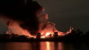 Dos yates de lujo se incendian en el puerto deportivo de Fort Lauderdale