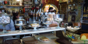Nuevas cafeterías florecen en Ciudad de México con ofertas curiosas