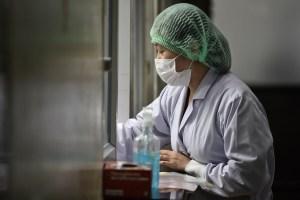 Científicos chinos reiteran quién es más susceptible de convertirse en víctima del coronavirus