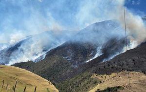 Caída de un cable de alta tensión provocó incendio en el Parque Nacional Juan Pablo Peñaloza (Fotos)