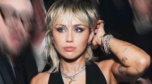 ¡Sin pudor! Miley Cyrus mostró sus pezones con esta blusa transparente