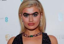 """La modelo """"UNICEJA"""" que desafía los estándares de belleza en la Semana de la Moda (FOTOS)"""