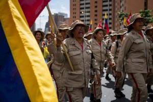 Maduro le encargó a los milicianos la tarea de prevenir los contagios durante el show electoral