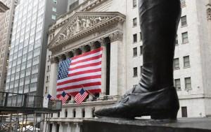 Wall Street toca mínimos de siete semanas por temor al virus, incertidumbre sobre estímulos