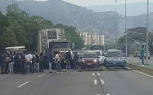 Conductores protestaron en la Valle-Coche por negativa de surtir de combustible a particulares #9Abr