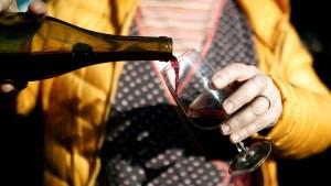 ¿Por qué no hay que beber alcohol durante el autoaislamiento por la pandemia de Covid-19?