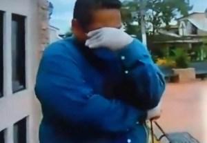 Periodista rompió en llanto en vivo mientras reportaba dura situación de Ecuador con el COVID-19 (VIDEO)