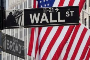 Wall Street abre mixto y el Dow Jones sube 0,47% por reaperturas y pese a protestas