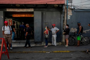 El salario mínimo del venezolano solo da para comprar medio kilo de carne al mes
