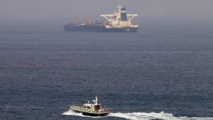 Piratas, petróleo robado y comercio ilegal: La embarcación que nadie quería rescatar