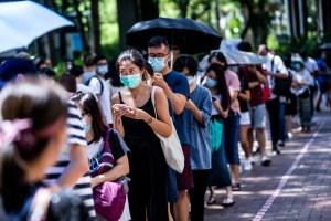 Hong Kong: Récord de participación en las primarias de la oposición al régimen chino pese a la ley de seguridad