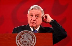 López Obrador despegó rumbo a EEUU en un avión comercial para reunirse con Trump