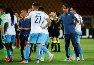 Expulsaron a un futbolista de la Lazio por… MORDER a su rival en pleno juego (VIDEO)