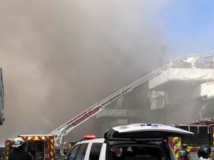 En VIDEO: Buque de la Armada de EEUU ardió en la base de San Diego tras una explosión