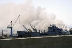 En FOTOS: Así fue el incendio en un buque de la Armada de EEUU tras fuerte estallido