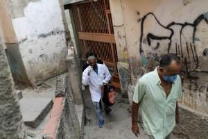 El colapso del sistema de salud convierte la campaña de vacunación en Venezuela en una batalla cuesta arriba