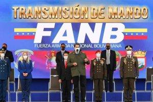"""Maduro nombró nuevos jefes con poder de fuego y cambió el lema """"patria socialista"""" por """"independencia o nada"""""""