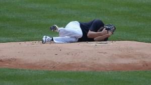Lanzador estelar de los Yankees terminó hospitalizado por un pelotazo en juego de práctica (VIDEO)