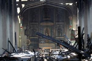 Iglesia de San Gabriel devastada por el fuego en California
