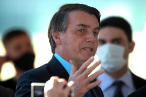 Demandarán a Bolsonaro por poner en riesgo a periodistas al anunciar contagio por Covid-19