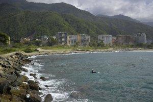 Más de cinco mil trabajadores esperan la reactivación de las playas en Vargas