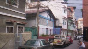 Al menos un muerto tras estallido de una bombona de gas en el barrio Los Manolos de Caracas
