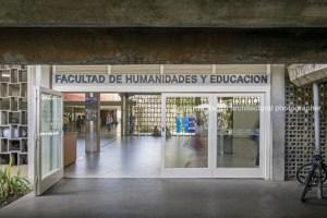 Delincuentes desmantelaron la oficina de la Facultad de Humanidades de la UCV (Fotos)