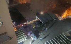 En imágenes: Así fue la confusión tras la explosión de una bombona en el barrio Los Manolos