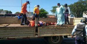 Al menos 41 heridos tras el volcamiento de un camión en Ciudad Bolívar (Fotos y Video)