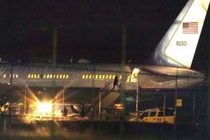 Avión que trasladaba a Mike Pence sufrió percance tras colisionar con un ave