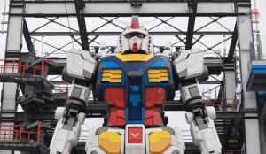 """En VIDEO: El Gundam surrealista de tamaño natural que se encuentra en """"fase de pruebas"""" en Yokohama"""