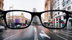 Oftalmólogo mostró cómo ve el mundo alguien con miopía en primera persona (Video)